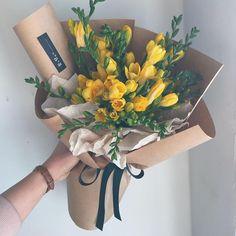Seeing beautiful flowers makes you feel good - Page 4 of 54 Flowers; Boquette Flowers, Beautiful Bouquet Of Flowers, How To Wrap Flowers, Purple Flowers, Wedding Flowers, Flowers Garden, Graduation Flowers Bouquet, Flower Bouquet Diy, Bouquet Wrap
