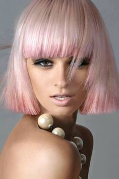 Pink hair look with a stylish bob Blunt Bob Hairstyles, Funky Hairstyles, Winter Hairstyles, Hairstyles For Round Faces, Pretty Hairstyles, Stylish Haircuts, Blonde Hairstyles, Easy Hairstyle, Short Haircuts