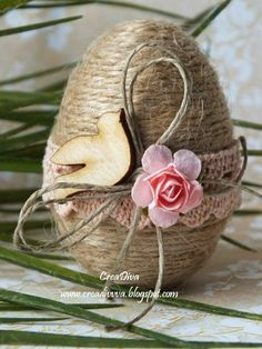 Egg decoration for Easter with strings Easter Egg decorating ideas Egg Crafts, Easter Crafts, Diy And Crafts, Easter Decor, Easter Ideas, Happy Easter, Easter Bunny, Easter Eggs, Spring Crafts