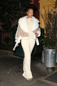 Rihanna Rocks the Leather Trench Coat of Your Dreams at Fashion Awards Afterparty - Rihanna's Best Street Style – Rihanna's Best Looks - Street Style Rihanna, Mode Rihanna, Mode Outfits, Fashion Outfits, Womens Fashion, Winter Coat Outfits, Winter Coats, Winter Wardrobe, Winter Outfits Women