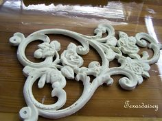 How To Make Appliques For Furniture 2 - Diy Furniture Beds Ideen Furniture Repair, Furniture Projects, Furniture Makeover, Diy Furniture, Diy Projects, Automotive Furniture, Automotive Decor, Furniture Companies, Furniture Stores