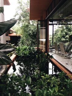 I N S T A G R A M ~ Great pin! For Oahu architectural design visit… - Architecture Patio Interior, Interior And Exterior, Tropical Interior, Modern Tropical, Tropical Design, Indoor Outdoor Living, Outdoor Spaces, Indoor Pond, Outdoor Rugs