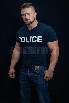 Cop Uniform, Men In Uniform, Sexy Military Men, Men In Tight Pants, Hot Cops, Hunks Men, Beautiful Men Faces, Beefy Men, Country Men