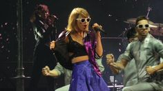 """""""Purple jacket and blue skirt tonight! Taylor Swift News, The 1989 World Tour, Nashville Tennessee, 1989 Tour, Purple Jacket, Tours, Concert, Queen, Night"""
