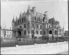 Cornelius Vanderbilt II Residence, New York City Hyde Park New York, Vanderbilt Houses, Cornelius Vanderbilt, American Mansions, New York Homes, Old Mansions, Vintage New York, Old Buildings, Unique Buildings