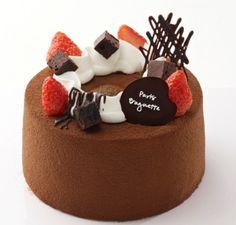 Smooth chocolate chiffon Chocolate Chiffon Cake, Chocolate Desserts, Japanese Cake, Kawaii Dessert, Cute Birthday Cakes, Light Cakes, Sponge Cake Recipes, Biscuits, Gift Cake
