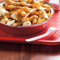 Ricardo's Brown Gravy Sauce for Poutine and Hot Chicken Gravy Recipe Beef Broth, Poutine Gravy Recipe, Beef Recipes, Cooking Recipes, Potato Recipes, Ricardo Recipe, Brown Sauce, Best Food Ever, Food Dishes