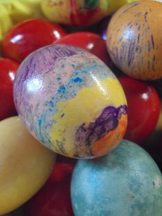 Cristinas world: Oua decorate cu creioane de ceara