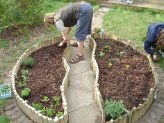 !!!                                                     Circular raised bed with path through the middle.