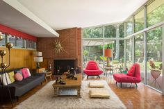 We'd move to Ontario to live in this Paul Williams-designed house. Mid Century Living Room, Mid Century Decor, Mid Century House, Modern Architecture House, Interior Architecture, Interior Design, Ontario, Mid Century Exterior, Faia