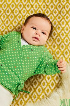 Das bekommen auch Nähanfänger hin - eine niedliche Babywickeljacke. ©️️️2016 Christophorus Verlag GmbH & Co