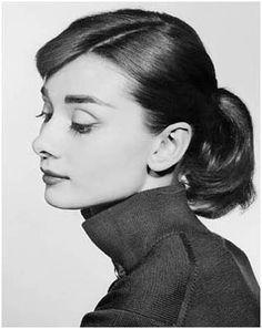 My favorite portrait of Audrey Hepburn Classic Beauty, Timeless Beauty, Pure Beauty, Classic Style, Hollywood Stars, Old Hollywood, Hollywood Images, Audrey Hepburn Style, Breakfast At Tiffanys