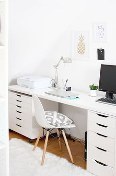 31 White Home Office Ideas To Make Your Life Easier; home office idea;Home Office Organization Tips; chic home office. Home Office Organization, Office Workspace, Home Office Desks, Office Decor, Office Ideas, Organization Ideas, Sweet Home, Design Studio Office, Scandinavian Style Home