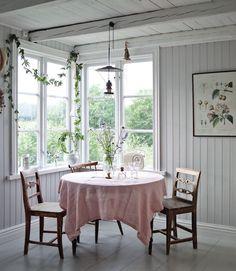 10 Dreamy Scandinavian Summer Cottages Norwegian House, Home Interior, Interior Design, Modern Interior, Living Room Decor, Bedroom Decor, Dining Room, Wooden Cottage, Scandinavian Home