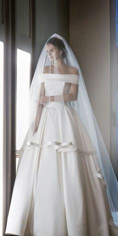 Off The Shoulder Wedding Dress   http://www.inews-news.com/women-s-world.html#.WPRW9fkrLRY