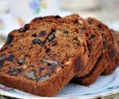 If you want to add a little crunch, throw some chopped walnuts into the mix before baking in the oven. Prune Recipes, Loaf Recipes, Cake Recipes, Date And Walnut Loaf, Date Loaf, Vegan Dating, Easy Date, Loaf Cake, Moist Cakes
