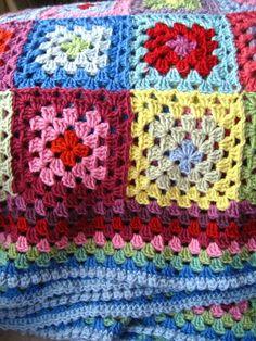 Baby granny blanket Attic Debbie Bliss cashmerino Naald 3,5 16 kleuren Jaygo Bobble shelledging