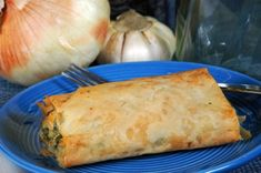 Spanakopita – Spinach and Feta Cheese Phyllo Cups are the perfect little bite for an appetizer party or served as a first course or side dish. Greek Spinach Pie, Spinach And Feta, Potluck Dishes, Food Dishes, Strudel Recipes, Phyllo Cups, Greek Dishes, Queso Fresco, Potato Side Dishes
