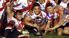 Tras salir campeón del fútbol argentino y de la Copa Sudamericana, Teófilo Gutiérrez fue elegido el mejor jugador de América en este 2014 según la prestigiosa encuesta del diario El País de Uruguay. Con este galardón, el colombiano de 29 años cerró un gran año. Diciembre 31, 2014.