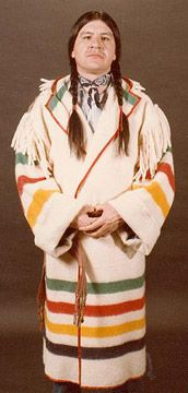 canada Métis Capote coat was a knee-length wool jacket with a hood. It was made out of a single Hudson's Bay Blanket, and was commonly tied around the waist with a Métis sash. Native American Clothing, Native American Indians, American Apparel, Native Americans, Blanket Coat, Blue Blanket, Capote Coat, Mountain Man Rendezvous, Hudson Bay Blanket