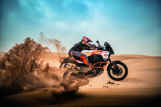 2017 KTM 1290 Super Adventure R sand jump