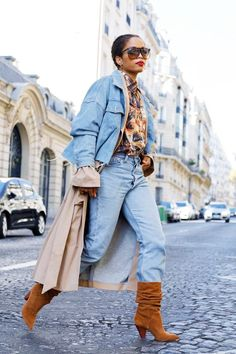 8 Winter Outfits You Can Wear With Jeans A pair of slouchy suede boots is the perfect piece to carry a head-to-toe denim outfit over to chillier temps. Trendy Fashion, Girl Fashion, Fashion Outfits, Winter Outfits, Moda Do Momento, French Girl Style, French Girls, Photo Portrait, Mode Jeans