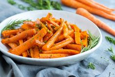 This honey roasted carrots recipe is an easy, healthy, gluten-free, dairy-free, and vegetarian recipe that teaches you how to roast carrots in the oven. Herb Recipes, Carrot Recipes, Gluten Free Recipes Side Dishes, Vegetarian Recipes, Honey Roasted Carrots, White Bowl, Tossed, Dairy Free, Oven