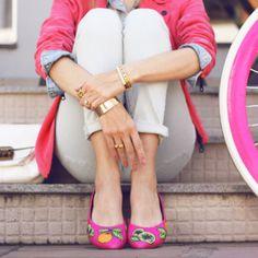 Quando unimos estilo e conforto tudo fica muito melhor, por isso as sapatilhas são tão queridinhas entre as fashion girls do mundo todo! E se tem uma coisa que faz toda a diferença pra dar um up no nosso look, é prestar atenção aos detalhes, seja naquele truque de styling precioso, um acessório lindo ou um sapato diferente, os detalhes fazem toda a diferença pro resultado final da nossa produção. E como somos fãs de coisas legais e personalizadas e amamos sapatilha, trouxemos pra vocês uma…