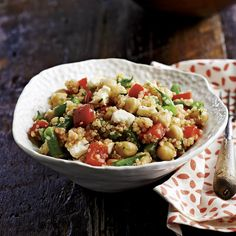 quinoa and chick pea salad with tomato dressing Pea Salad, Potato Salad, Nutella Cake, Cold Meals, Couscous, Love Food, Risotto, Salads, Pasta