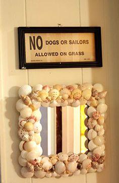 Espelho com moldura decorada de conchas