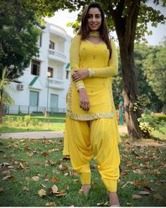 Designer Party Wear Dresses, Indian Designer Outfits, Indian Outfits, Patiala Suit Designs, Kurti Designs Party Wear, Patiala Pants, Patiala Salwar, Indian Dresses For Women, Indian Girls