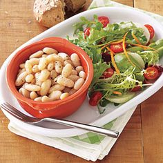 Slow-Cooker Tuscan Beans - just one of 13 easy vegetarian recipe ideas Slow Cooker Beans, Slow Cooker Recipes, Crockpot Recipes, Cooking Recipes, Slower Cooker, Cooking Stuff, Vegetarian Recipes Easy, Good Healthy Recipes, Healthy Foods To Eat