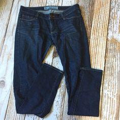 Skinny Jeans Size 3R. Good condition. Medium to dark wash. Bullhead Jeans Skinny