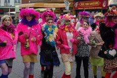 Groupe de carnavaliers au Carnaval de Dunkerque, en France