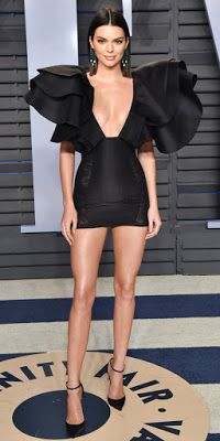 Kendall Jenner always represents for the models. Here, she completely stunned in a Redemption dress with larger-than-life ruffles on the shoulders. Kendall Jenner Bikini, Kendall Jenner Outfits, Kendall And Kylie Jenner, Kardashian, Best Street Style, Foto Top, Ladies Dress Design, Elegant, Dresses