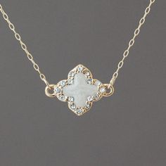 crystal-white-gold-clover-necklace