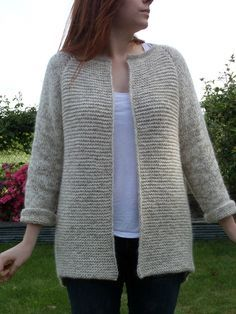 Fall Coat - The loot of the attic Ladies Cardigan Knitting Patterns, Chunky Knitting Patterns, Crochet Beanie Pattern, Crochet Cardigan Pattern, Knit Crochet, Chunky Knitwear, Cardigans For Women, Crochet Clothes, Mantel