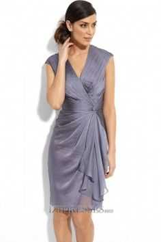Sheath/Column V-neck Chiffon Mother Of The Bride Dress - IZIDRESS.com