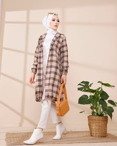 Arab Girls Hijab, Girl Hijab, Modern Fashion, Daily Fashion, Fashion Tips, Hijab Fashion Inspiration, Style Inspiration, Hijab Wedding, Hijab Chic