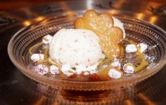 Viljattoman Vallaton: Pipari-puolukkajäätelö Ice Cream, Desserts, Food, No Churn Ice Cream, Tailgate Desserts, Deserts, Icecream Craft, Eten, Postres