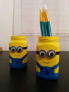Minion Jar for my art brushes Projects For Kids, Diy For Kids, Craft Projects, Crafts For Kids, Fun Crafts, Diy And Crafts, Arts And Crafts, Mason Jar Crafts, Mason Jar Diy