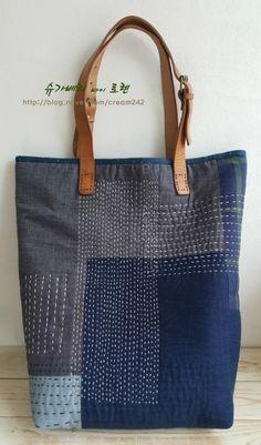 블루 랩소디...BIG BAG : 네이버 블로그 Denim Tote Bags, Denim Handbags, Denim Purse, Burlap Bags, Embroidery On Clothes, Handmade Purses, Recycled Denim, Patchwork Bags, Fabric Bags