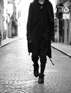 Für mehr Ninja Goth Inspiration - Folge mir. For more Ninja Goth inspiration - follow me. DiamondOfTears <3 | Raddest Looks On The Internet: http://www.raddestlooks.net