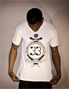 Mizotion Creative – Vinyl Crackle    Mizotion Creative, c'est le portfolio du graphiste Joel Richards, un indépendant établi dans le West Yorkshire, au UK. Dans le cadre de son projet 'Vinyl Crackle', une introspection créative explorant la nostalgie du vinyl, il a édité quelques tshirts en séries très limitées...    http://www.grafitee.fr/tee-shirt/mizotion/    #lifestyle #fashion #music #vinyl #vintage #Tshirts