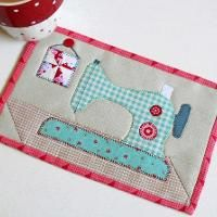 Quilting : Gingham Sewing Machine Mug Rug