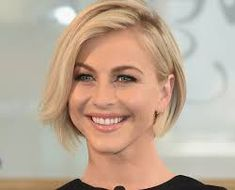 nice Amazing cuts of modern short hair // Julie Bowen, Modern Short Hairstyles, Short Hair Styles, Cute Cuts, Hair Cuts, Hair Beauty, Nice, Amazing, Google Search