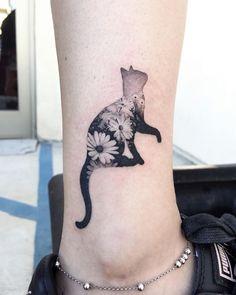 Descubra 52 inspirações incríveis de tatuagens para quem ama gatos e quer marcar essa paixão incrível na pele para sempre!