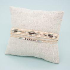 Bracelet Eevi, manchette multirangs. Tissage fait à la main en perles du japon   ------DESCRIPTION------   Longueur du bracelet : entre 13 et 14 cm de tissage + cordon ajustab - 20666107