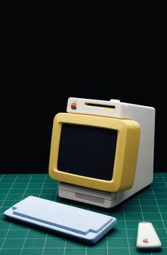 Early Apple computer prototypes by Hartmut Esslinger Frog Design, E Design, Design Elements, Alter Computer, Computer Set, Apple Computer, Apple Iic, Apple Desktop, Scandinavia Design