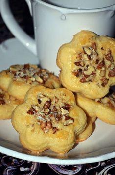 Dios - Preckedli, a legomlósabb diós linzer (bögrésen is) Cookie Desserts, Fun Desserts, Cookie Recipes, Dessert Recipes, Hungarian Desserts, Hungarian Recipes, Hungarian Food, Choco Fresh, Waffle Cake
